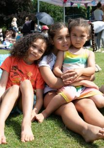 3 children at a picnic